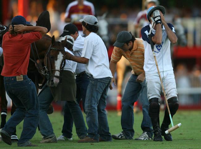 Aiken Cura breaks a sesamoid bone, Palermo 2006