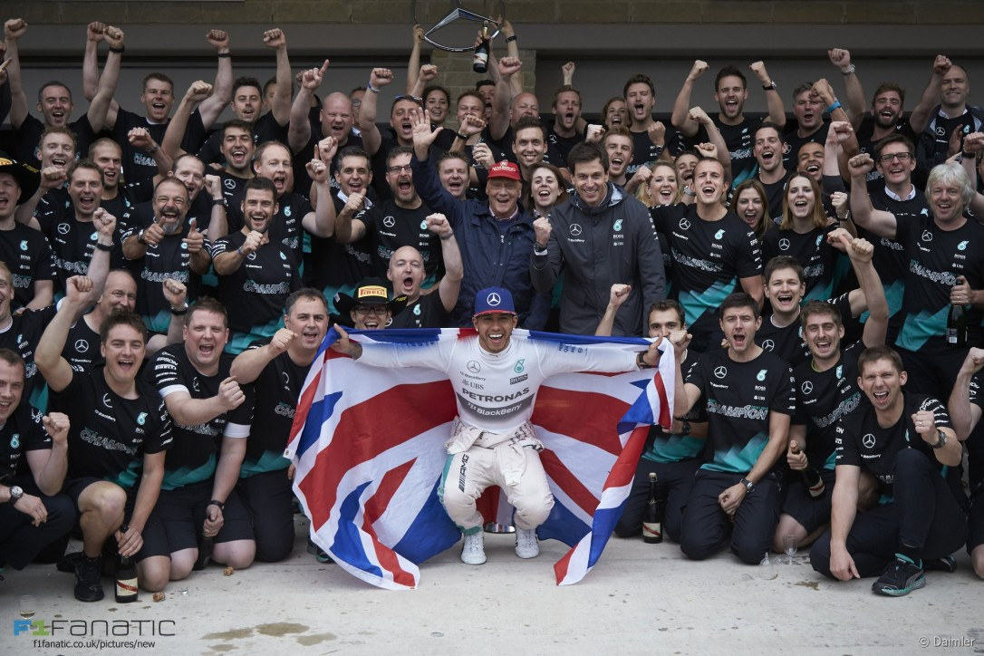 Lewis Hamilton & Crew f1fanatic.co.uk